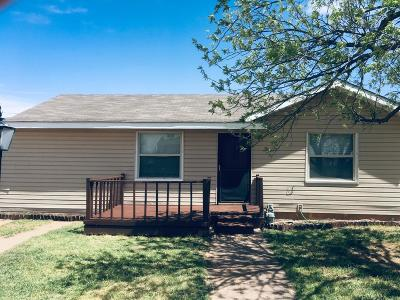Single Family Home For Sale: 208 Ash