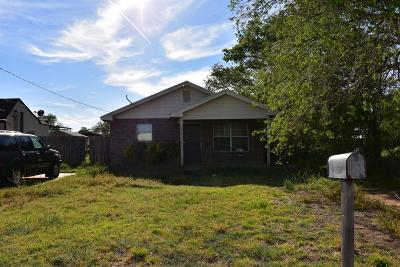 Bailey County, Lamb County Single Family Home For Sale: 227 N Westside