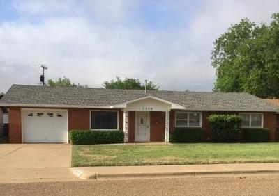 Brownfield, Meadow Single Family Home Under Contract: 1310 E Harris Street