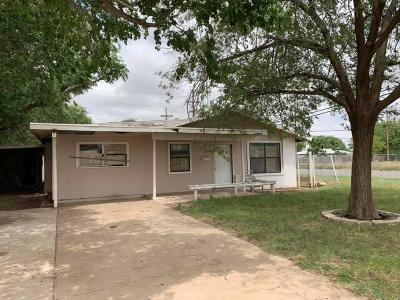 Lubbock County Single Family Home Under Contract: 2939 E Auburn Street