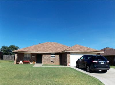 Abernathy Single Family Home For Sale: 1104 Deer Court
