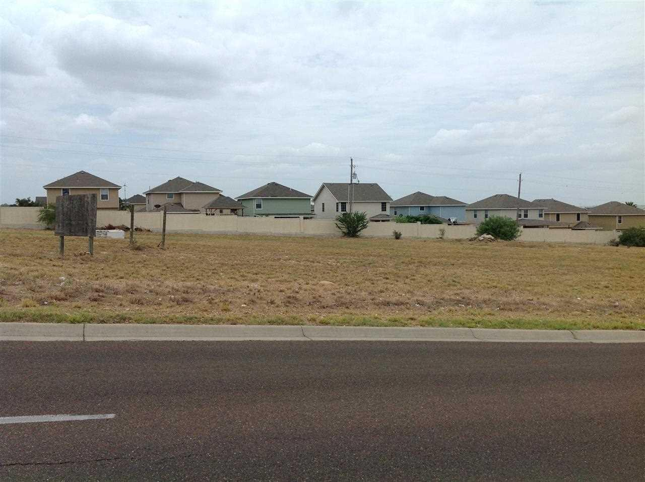 2401 lomas del sur laredo tx mls 20141662 homes for Home builders in laredo tx