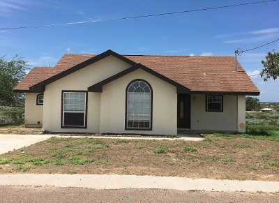 Zapata Single Family Home For Sale: 201 Flores Ave