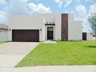 Laredo TX Single Family Home For Sale: $239,000