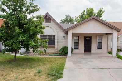 Laredo Single Family Home For Sale: 105 Baycliff Ln