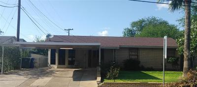 Single Family Home For Sale: 806 E Bustamante St