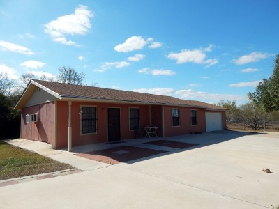 Zapata Single Family Home For Sale: 617 Falcon Dr