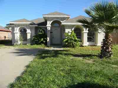 Laredo Single Family Home For Sale: 1524 Doctora Eve Perez Ln
