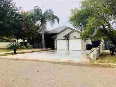 Laredo Single Family Home Active-Contingent: 106 Century Cir