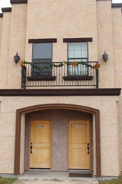 Laredo TX Condo/Townhouse For Sale: $128,000