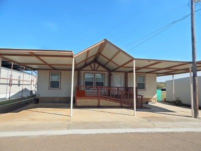 Zapata County Single Family Home For Sale: 111 Four Seasons Blvd.