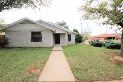 Laredo Single Family Home Option-Show: 8660 Oakridge Lp
