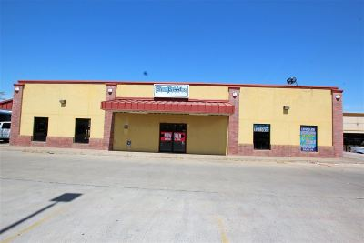 Laredo TX Commercial For Sale: $320,000