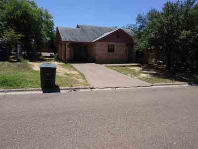 Laredo Single Family Home For Sale: 2448 Colonia Lp