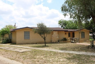 Zapata Single Family Home For Sale: 1712 Brazos Ave