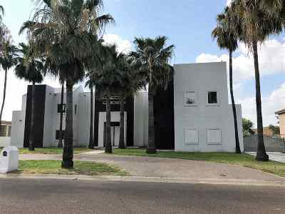Laredo Single Family Home Option-Show: 208 Windsor Rd