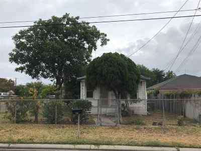 Laredo Single Family Home Option-Show: 2402 Main Ave