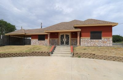 Zapata County Single Family Home For Sale: 5102 Laredo Ln