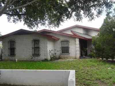 Laredo Single Family Home For Sale: 111 Ceniso Lp