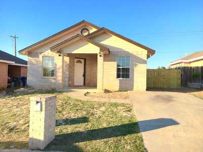 Single Family Home For Sale: 130 Cobble Ct