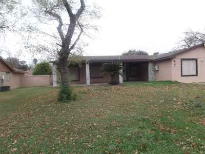 Laredo Single Family Home For Sale: 902 Laurel Dr