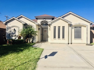 Laredo Single Family Home For Sale: 6116 Fray Augusto Ln