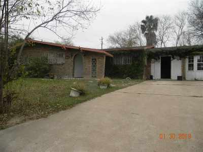 Laredo Single Family Home For Sale: 313 Candlewood Rd