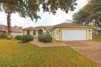 Laredo Single Family Home For Sale: 408 Crossbill St