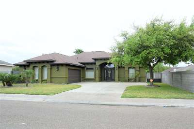 Laredo Single Family Home Active-Exclusive Agency: 6504 Grande Bay Dr