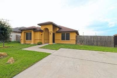 Single Family Home For Sale: 420 Royal Oaks St