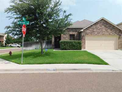 Laredo TX Single Family Home For Sale: $220,000