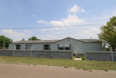 Zapata Single Family Home For Sale: 2214 Elm St