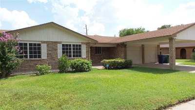 Laredo Single Family Home For Sale: 211 W Redwood Cir