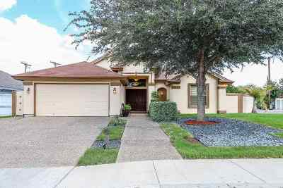 Laredo Single Family Home For Sale: 520 Puig Dr