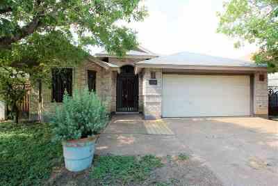 Laredo Single Family Home Option-Show: 1410 Los Ebanos Dr