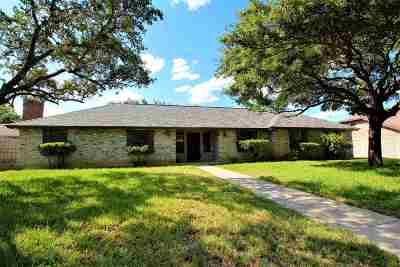 Laredo Single Family Home For Sale: 806 Eaton Ln