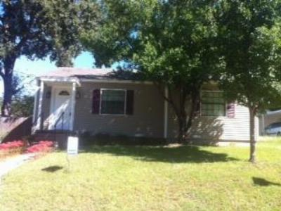 Gladewater TX Single Family Home: $72,500