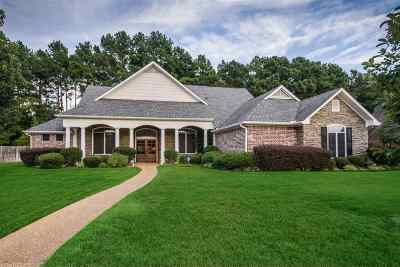 Single Family Home Active, Option Period: 106 Chinquapin Court