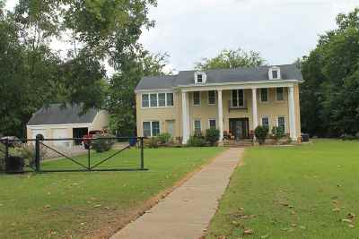 Kilgore Single Family Home For Sale: 300 Knowles Street