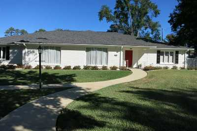 Longview Single Family Home For Sale: 14 Normandy Circle