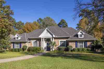 Single Family Home Active, Cont Upon Loan Ap: 3702 Holly Trail