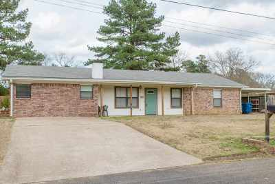 White Oak Single Family Home Active, Option Period: 905 Robin Lane