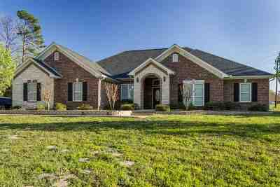 Gladewater Single Family Home For Sale: 777 Smallwood Rd.