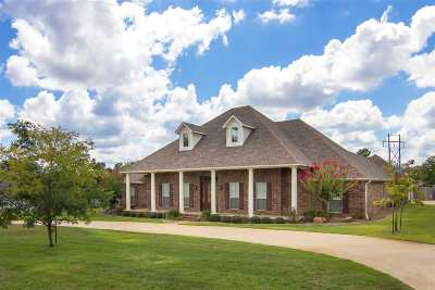 Longview Single Family Home For Sale: 710 Dennard Street