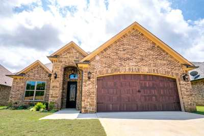 Single Family Home For Sale: 814 Gemi