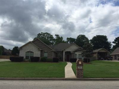 White Oak Single Family Home Active, Option Period: 102 Wood Creek Ct