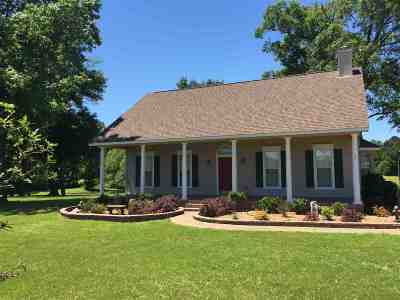 Single Family Home For Sale: 409 Chisholm Trail