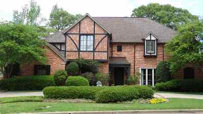 Single Family Home For Sale: 2202 Woodlands