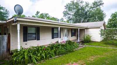 Gladewater TX Single Family Home Active, Option Period: $139,000
