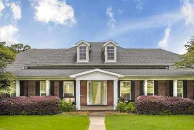 White Oak Single Family Home Active, Option Period: 302 Woodbine Place